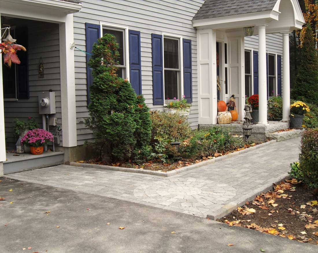 Front and side entry walkway with in laid circle